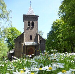 De kapel op begraafplaats Assel