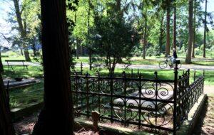 begraafplaatsbezoek per fiets